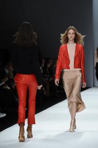 pantalones cuero rojo